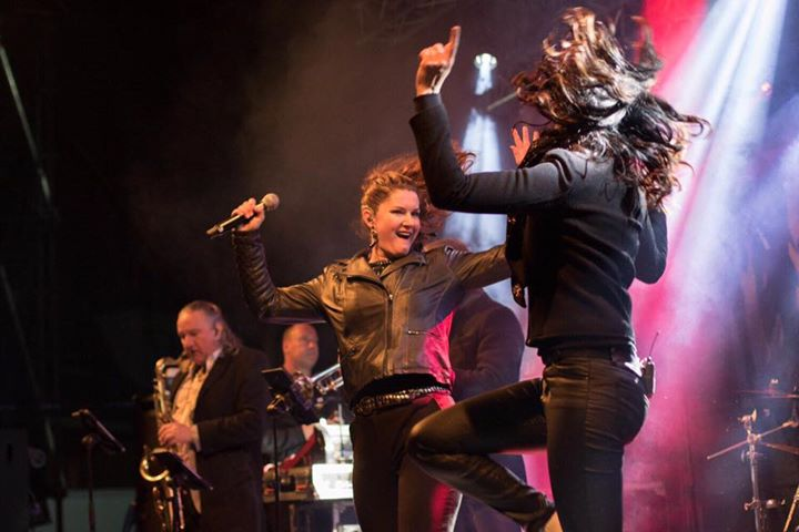......een goede foto liegt niet......daarom.......dé absolute feestgarantie! Boek vandaag nog - www.amberroots.nl (foto Pelkaphoto)