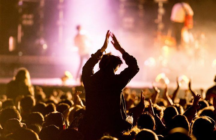 Te gekke aanvragen voor 2018, we gaan keihard knallen!!! www.amberroots.nl #misniks #checkitout #boekingen #aanvragen #feest #party #events #coverband #partyband #feestband #boeknu #festival #evenementen #feestweek #bruiloft #deabsolutefeestgarantie